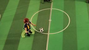 Playmobil kick & Rush auf dem Spielfeld