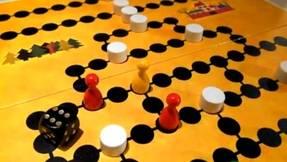 Malefiz Spielbrett mit Spielsteinen - Blockaden
