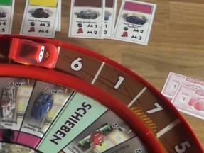 Monopoly Cars - Lightning Mc Queen in seiner Rennbahn