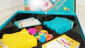 Trivial Pusuit - Box mit Spielinhalt schräg seitlich