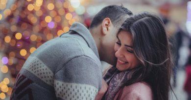 Peinliches Junggesellenabschiedsspiel Kuss gefällig?