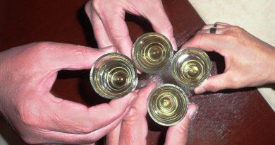 Peinliches Junggesellenabschiedsspiel Trink das Doppelte